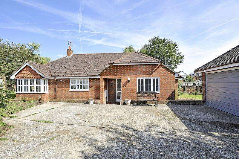 3 Bedrooms Detached Bungalow for rent in Hare Lane, Godalming
