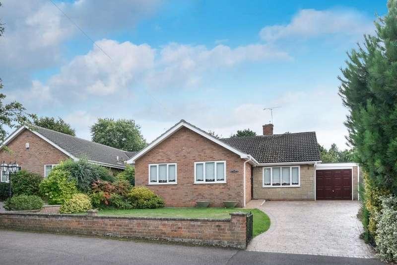 3 Bedrooms Detached Bungalow for sale in Bure Close, Belton