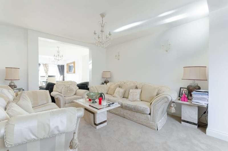 4 Bedrooms End Of Terrace House for sale in Bushfields, Loughton, IG10