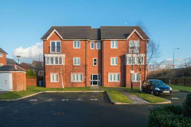 2 Bedrooms Apartment Flat for sale in Riverbrook Road, West Timperley