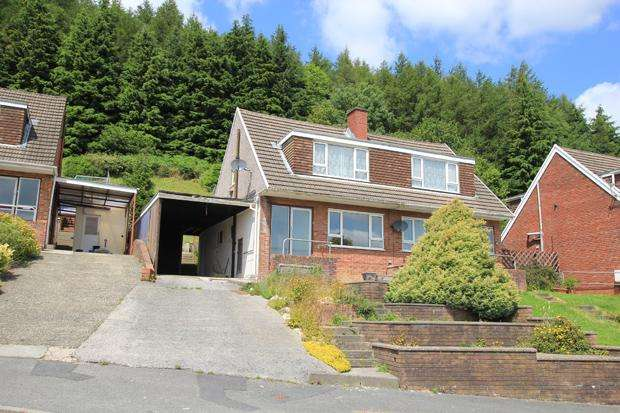 3 Bedrooms Semi Detached House for sale in Hafod Cwnin, Carmarthen, Carmarthenshire