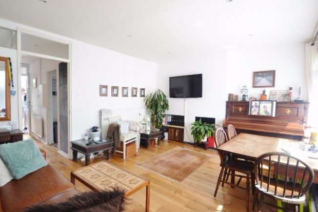 3 Bedrooms Maisonette Flat for sale in Forsyth Gardens, Walworth, SE17