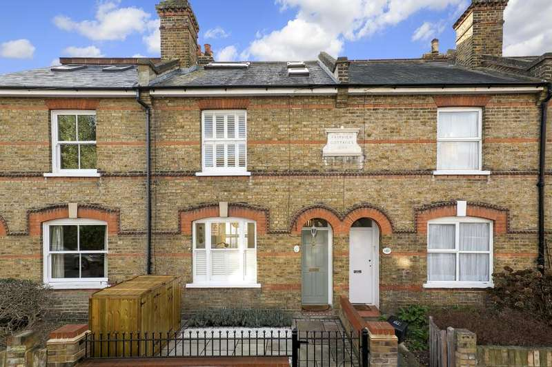 3 Bedrooms House for sale in Fourth Cross Road, Twickenham, TW2