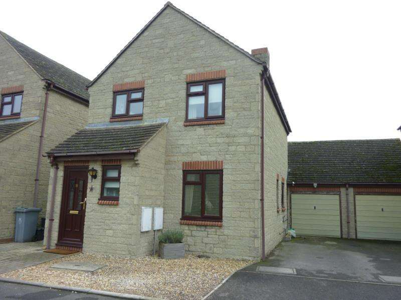 3 Bedrooms Link Detached House for sale in Chestnut Close, Brize Norton, Oxon