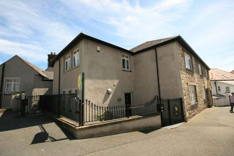 2 Bedrooms Cottage House for sale in Llwynon Gardens, Llandudno, LL30 2HP