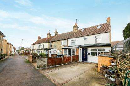 3 Bedrooms End Of Terrace House for sale in Albert Road, Arlesey, Bedfordshire, England