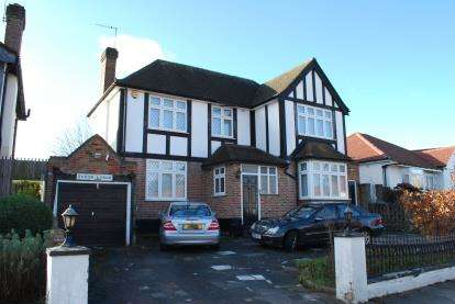 4 Bedrooms Detached House for sale in Tudor Close, Kingsbury, London