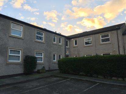 3 Bedrooms Flat for sale in Albert Court, Ashton Road, Lancaster, Lancashire, LA1