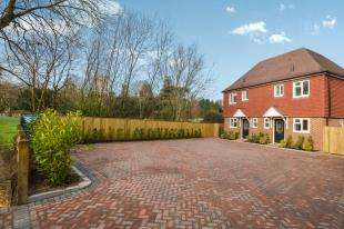 2 Bedrooms Semi Detached House for sale in The Drive, Uckfield, East Sussex, Uk