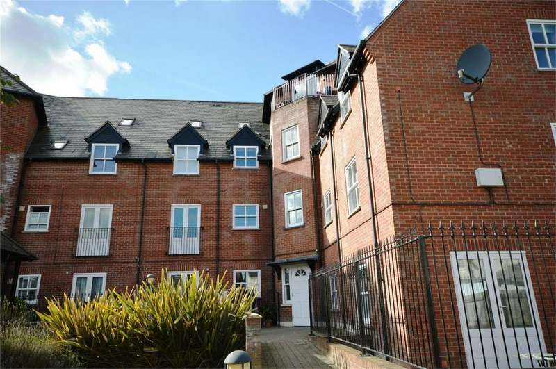 2 Bedrooms Flat for sale in Haslers Place, DUNMOW