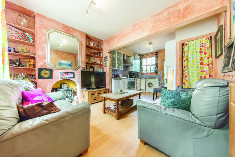 2 Bedrooms Terraced House for sale in Third Avenue, W10