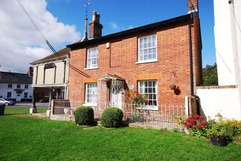 2 Bedrooms Semi Detached House for sale in Market Place, New Buckenham