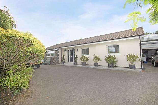 3 Bedrooms Detached Bungalow for sale in Les Merriennes, St Martin's, Guernsey