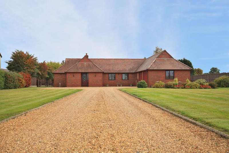 4 Bedrooms Detached Bungalow for sale in West End Road, Tiptree, CO5 0QN