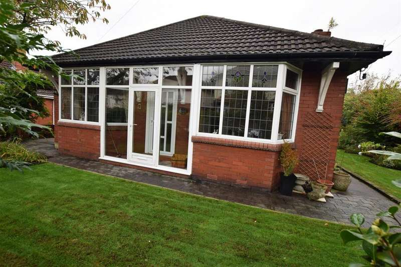 3 Bedrooms Detached Bungalow for sale in Farmway, Alkrington, Middleton