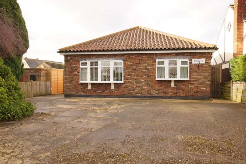 2 Bedrooms Detached Bungalow for sale in Vicarage Road, Wrawby, Brigg, DN20