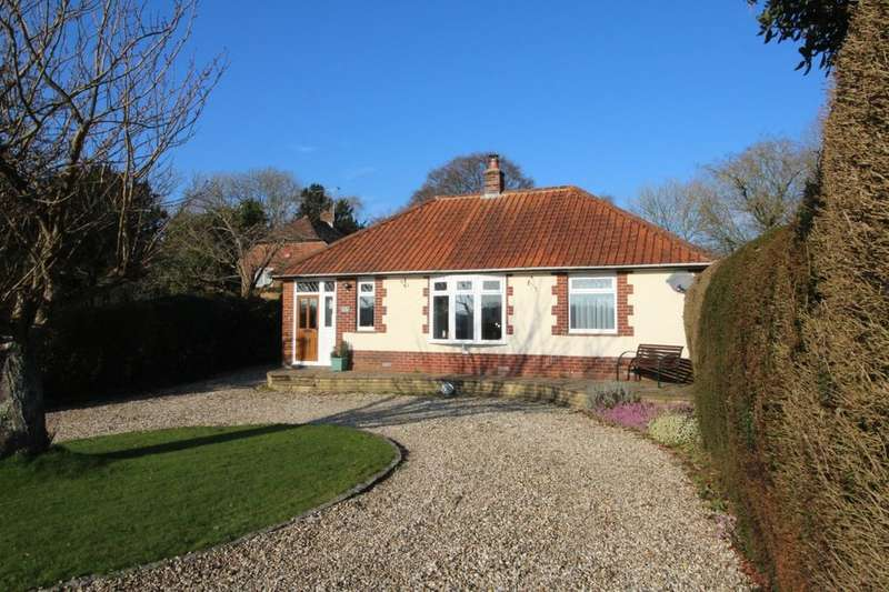 3 Bedrooms Detached Bungalow for sale in Forestside, Rowland's Castle, PO9