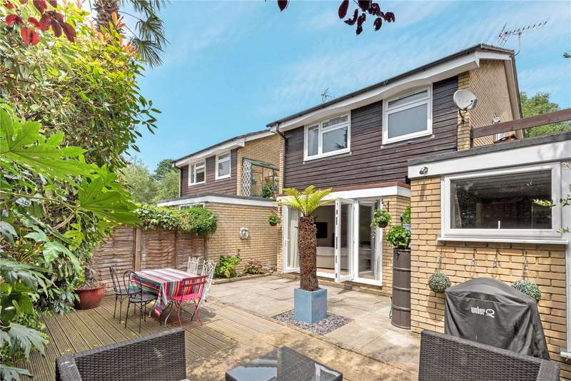 4 Bedrooms Detached House for sale in The Willows, Weybridge, Surrey, KT13