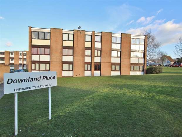 2 Bedrooms Flat for sale in Adastral Road, Canford Heath, POOLE, Dorset