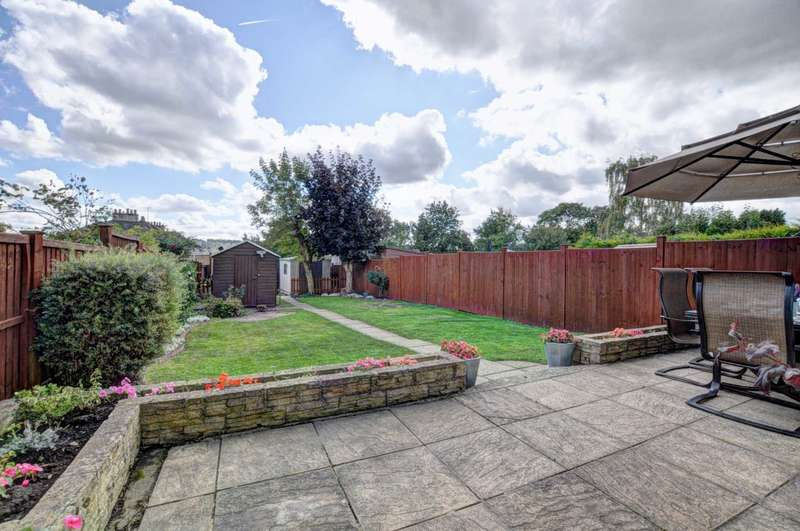 3 Bedrooms Terraced House for sale in Central Marlow. NO ONWARD CHAIN.