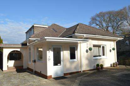 4 Bedrooms Bungalow for sale in Bearcross, Bournemouth, Dorset