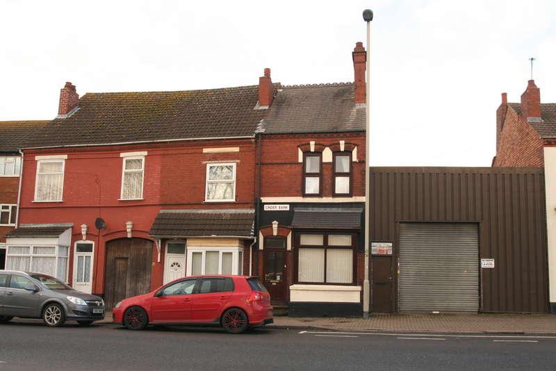 3 Bedrooms Detached House for rent in Cinder Bank, Dudley