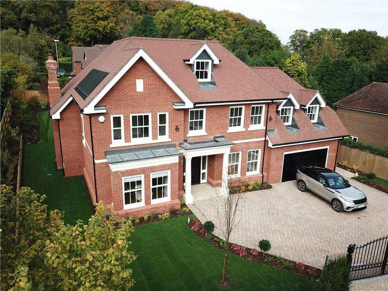 5 Bedrooms Detached House for sale in Knowle Grove, Virginia Water, Surrey, GU25