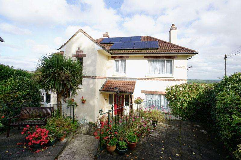 3 Bedrooms Detached House for sale in Tavistock Road, Launceston