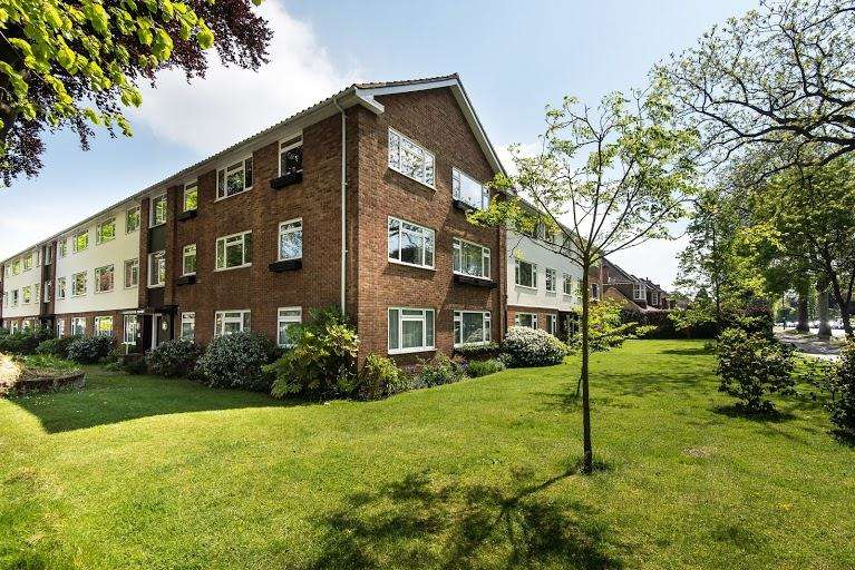2 Bedrooms Flat for sale in Chatterton Court, Kew