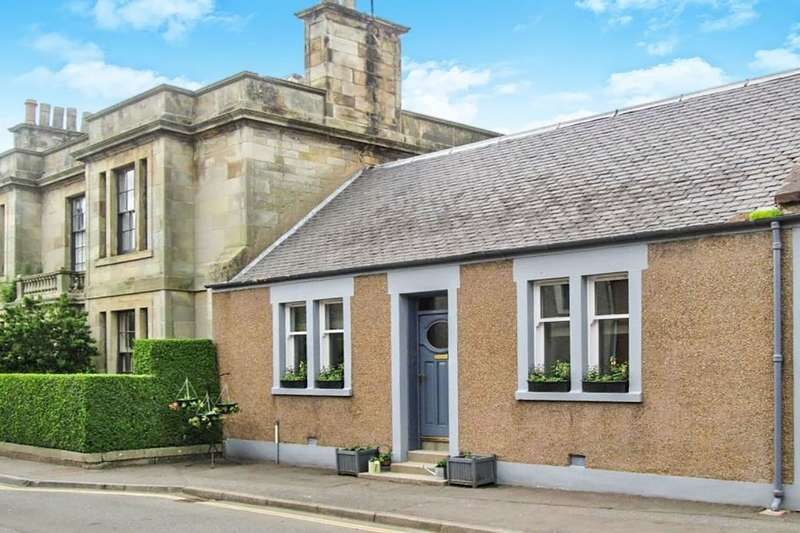 2 Bedrooms Bungalow for sale in High Street, Strathmiglo, Cupar, KY14