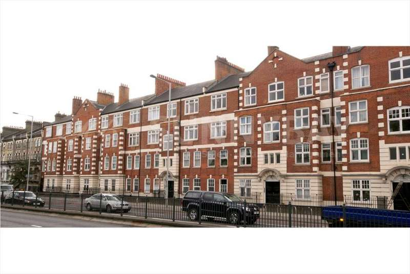 3 Bedrooms Flat for sale in Barons Court, Hammersmith W14