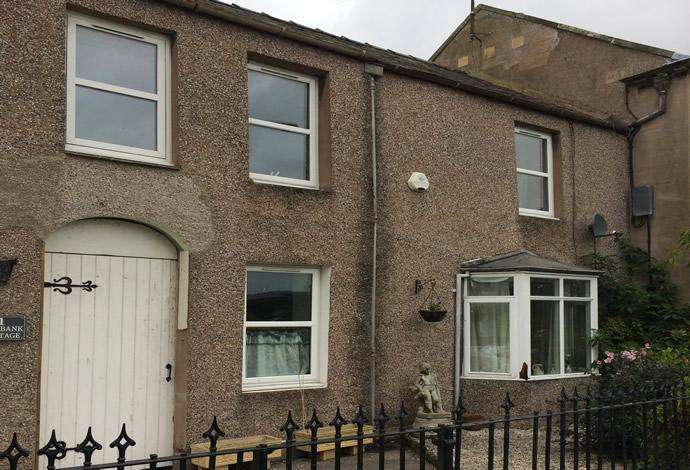 2 Bedrooms Terraced House for sale in 2 Rosybank Cottage Tweed View, Coldstream, TD12 4AZ