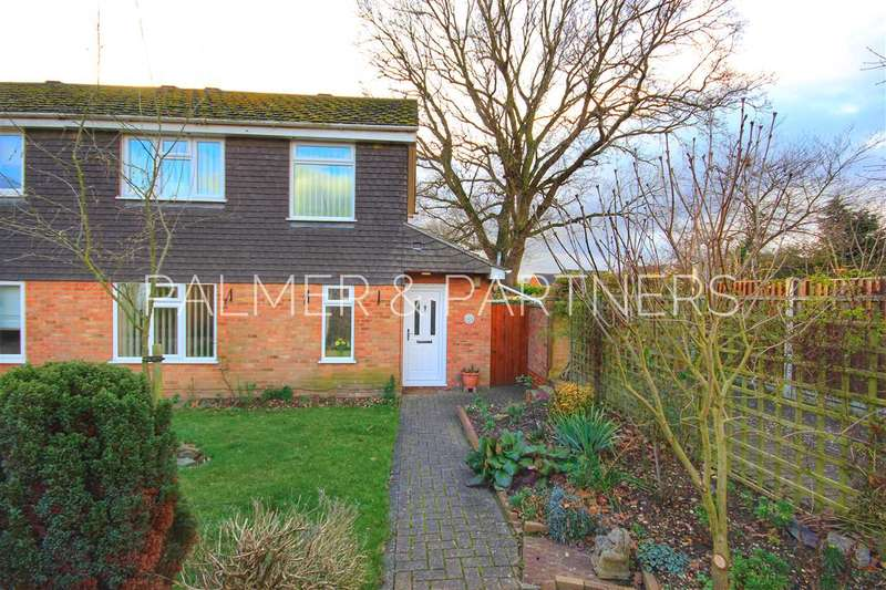 3 Bedrooms Semi Detached House for sale in Kempson Drive, Great Cornard