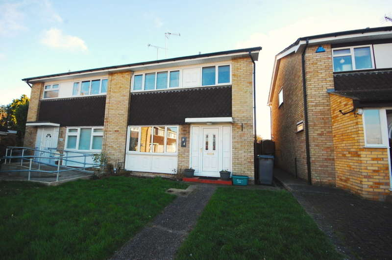 3 Bedrooms Semi Detached House for sale in Waveney Drive, Springfield, Chelmsford, CM1
