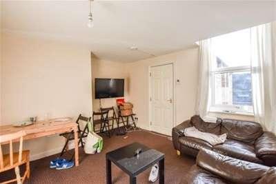 6 Bedrooms Flat for rent in Greystoke Avenue, Sandyford, Newcastle upon Tyne, NE2