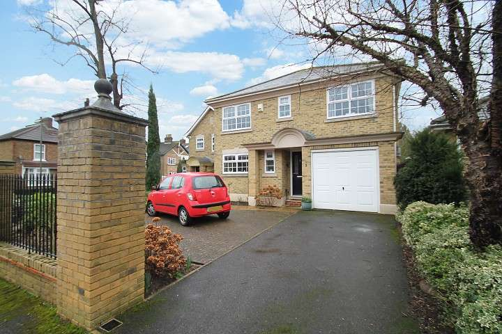 4 Bedrooms Detached House for sale in Lammas Close, Staines-Upon-Thames, TW18