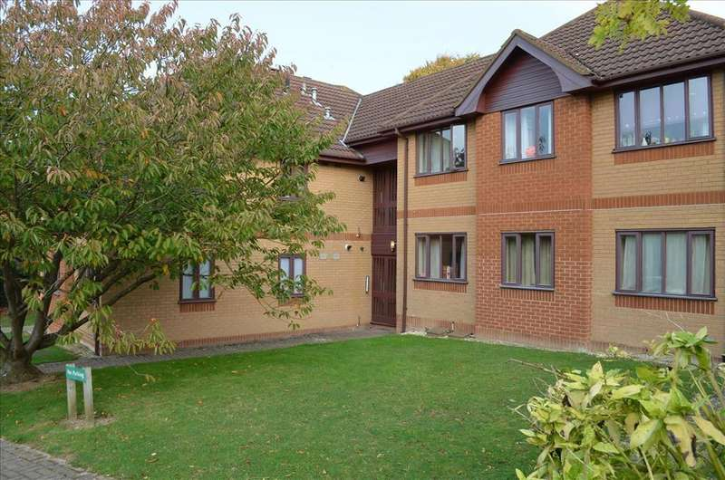 2 Bedrooms Apartment Flat for sale in Shaftesbury Way, ROYSTON, SG8