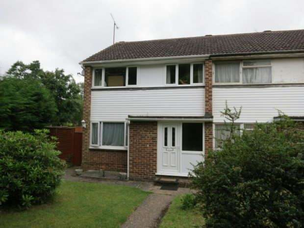 3 Bedrooms Semi Detached House for rent in Fairwater Drive, Woodley