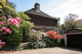 3 Bedrooms Detached House for sale in Hurtis Hill, Crowborough, East Sussex