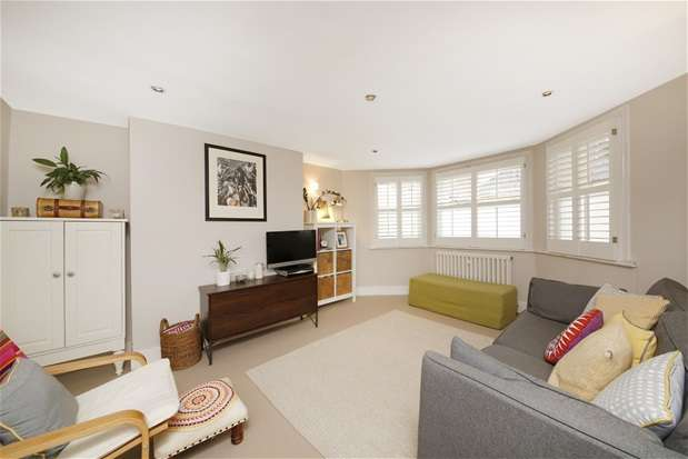 2 Bedrooms Maisonette Flat for sale in Hamilton Road, London