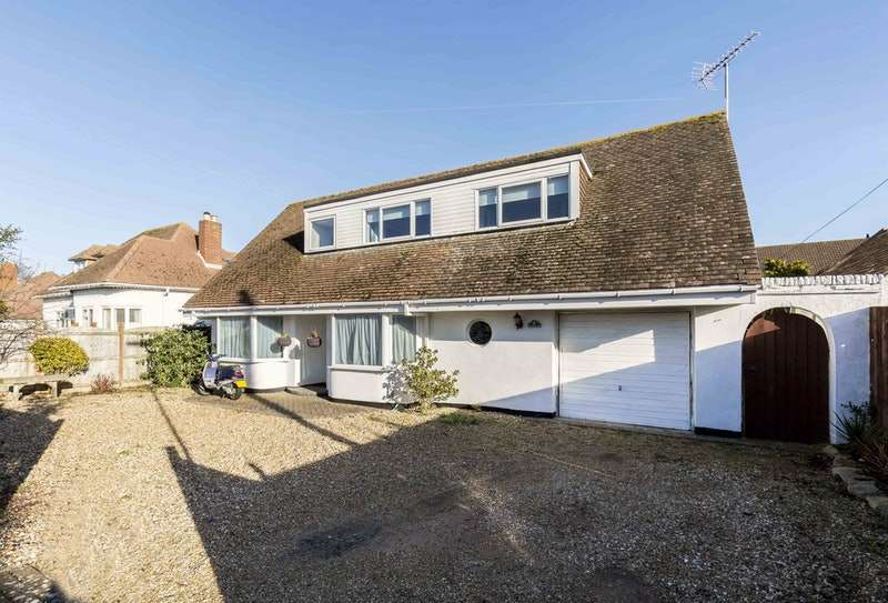 4 Bedrooms Detached House for sale in Blackthorn Road, Hayling Island, Hampshire, PO11