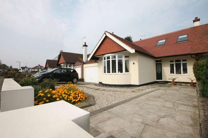 4 Bedrooms Chalet House for sale in Taunton Drive, Westcliff-on-Sea