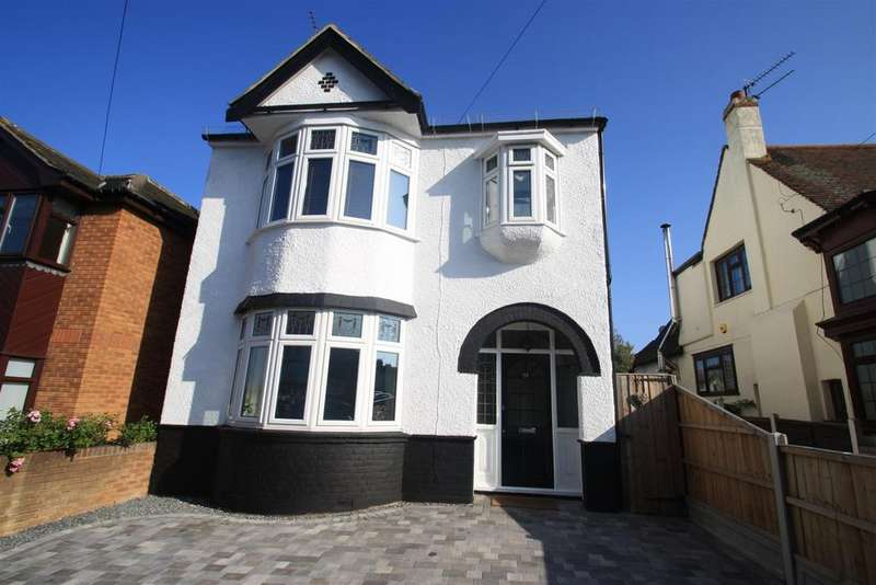 4 Bedrooms Detached House for sale in Marguerite Drive, Leigh-On-Sea