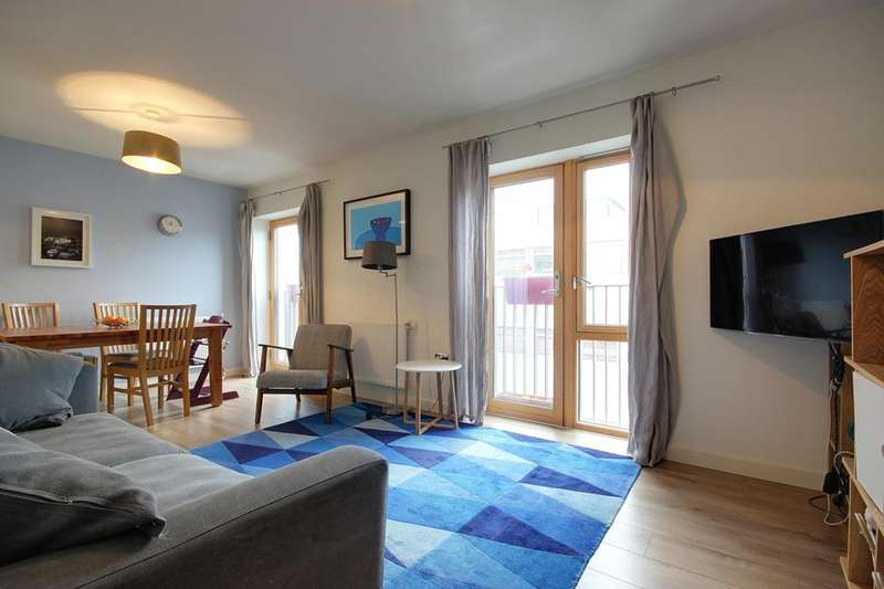 3 Bedrooms Flat for sale in Baxter Court, 3 Spurstowe Terrace, London, E8