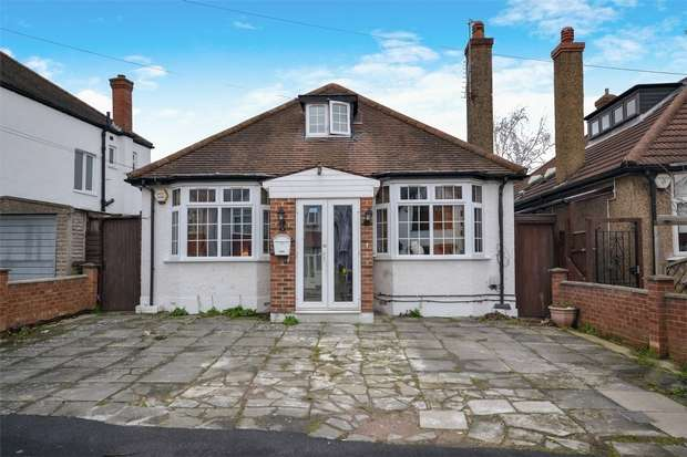 3 Bedrooms Detached Bungalow for sale in Stilecroft Gardens, North Wembley, Middlesex