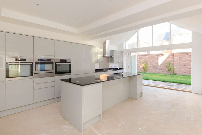 5 Bedrooms Detached House for sale in Monkton Street, Monkton, Ramsgate, CT12