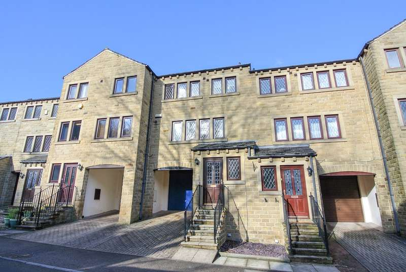 3 Bedrooms Town House for sale in Dean Brook Road, Netherthong, Holmfirth, HD9