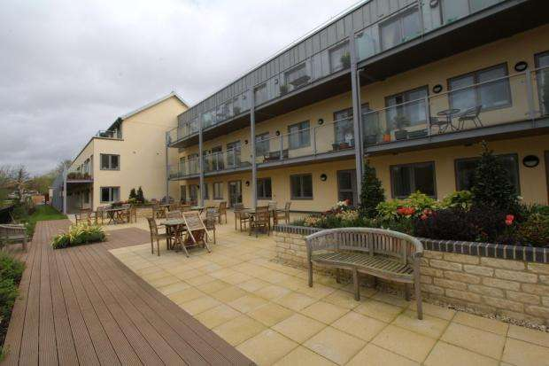 2 Bedrooms Retirement Property for sale in Westmead Lane, Chippenham