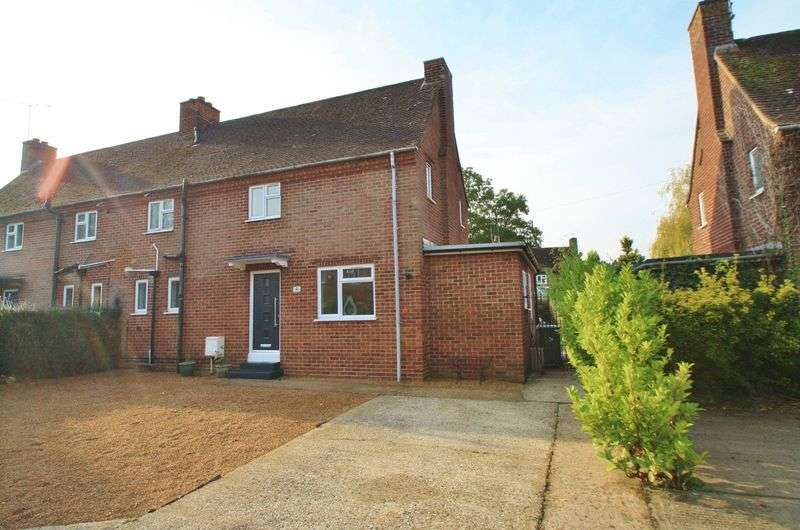 3 Bedrooms Property for sale in Garton End, Cray's Pond, Reading