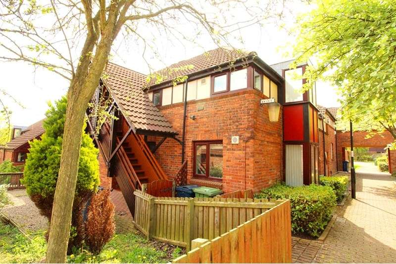 2 Bedrooms Property for sale in Sandpiper Close, Ayton, Washington, Tyne & Wear, NE38 0EG